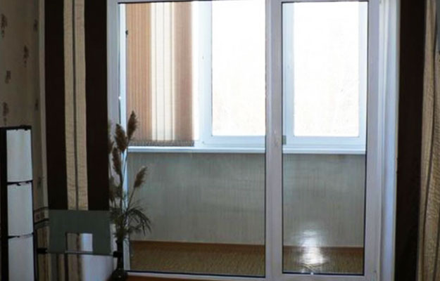 Раздвижные-стеклянные-двери-на-балкон-как-увеличить-пространство3
