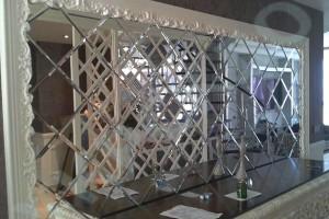 Зеркальная плитка в интерьере: виды, особенности, характеристики и уход