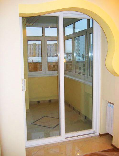 Раздвижные-стеклянные-двери-на-балкон-как-увеличить-пространство1