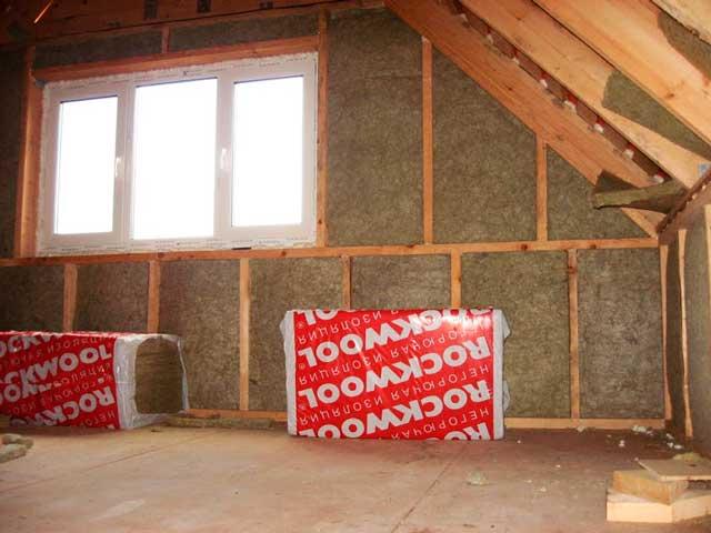 Чем утеплить стены внутри дачного домика - топ-3 популярных вариантов